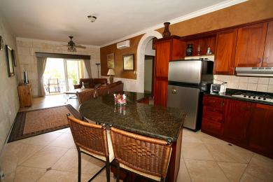 Beautiful 2 bed condo close to the beach