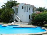 Great 4 bedroom Villa !!