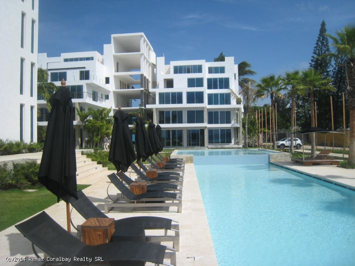 In-Town Super Upscale---New Modern Luxury Beachfront