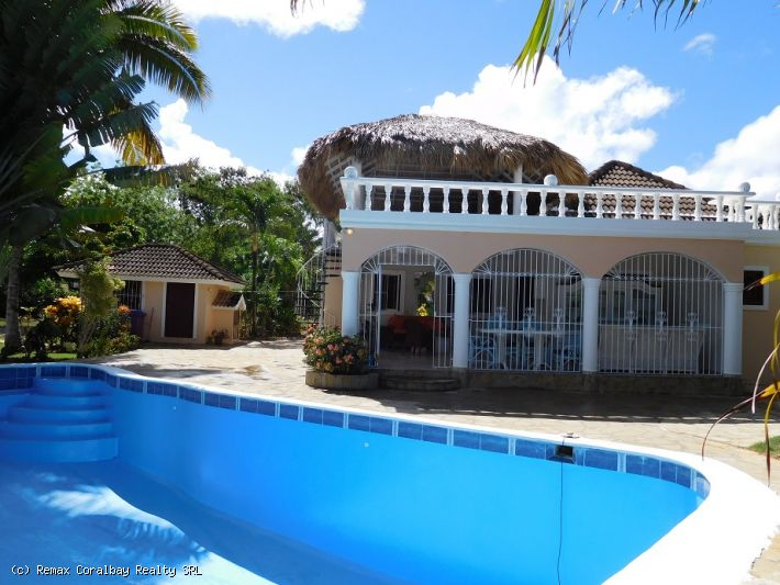 Large property with separate guest house in gated community