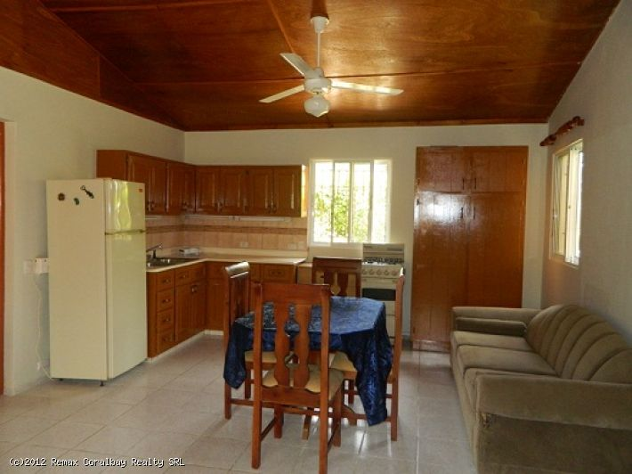 Nice 2 bedroom house in quiet neighborhood