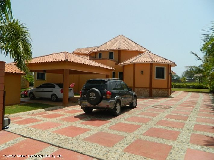 New Luxury 3 bedroom Villa