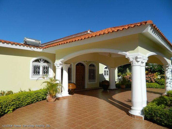 Large 5 bedroom Villa with Ocean View !