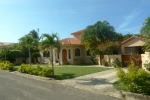 3 bedroom Villa ..... SHORT WALK TO THE BEACH !