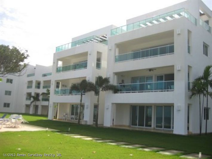 Massive 2 Level, 5 Bedroom Beachfront Penthouse