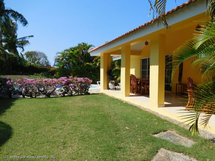 Large and beautiful villa with complete furnished apartment .....