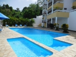 Large one bedroom apartment near the beach .....