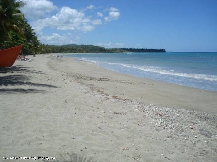 Beachfront tropical setting property .....
