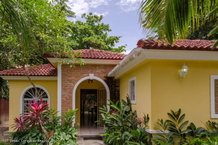 EXCELLENT PRICE for a 3 bedroom Villa close to the beach ...